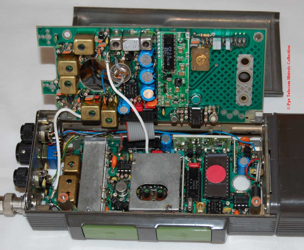 Pye Telecom Product History Standard Products Portables View Large Photo Of Fm Radio Transmitter Integrated Circuit The Synthesiser In Sna Used A Similar Hybrid Configuration To Mx294 Mobile Which Had Custom Arrangement Philips Mullard